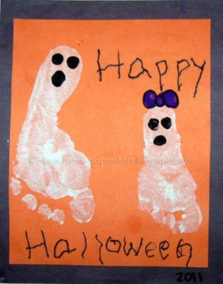 Sibling Halloween Craft: Footprint Ghosts