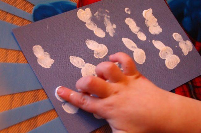 Make the snowman bodies using 2-3 fingerprints