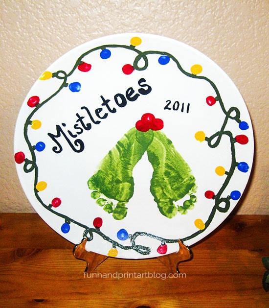 DIY Decorative Footprint Mistletoe Plate for Christmas - gift & decor idea