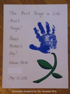 14 Handprint Flower Crafts for Mothers Day {Round Up #4}Fun