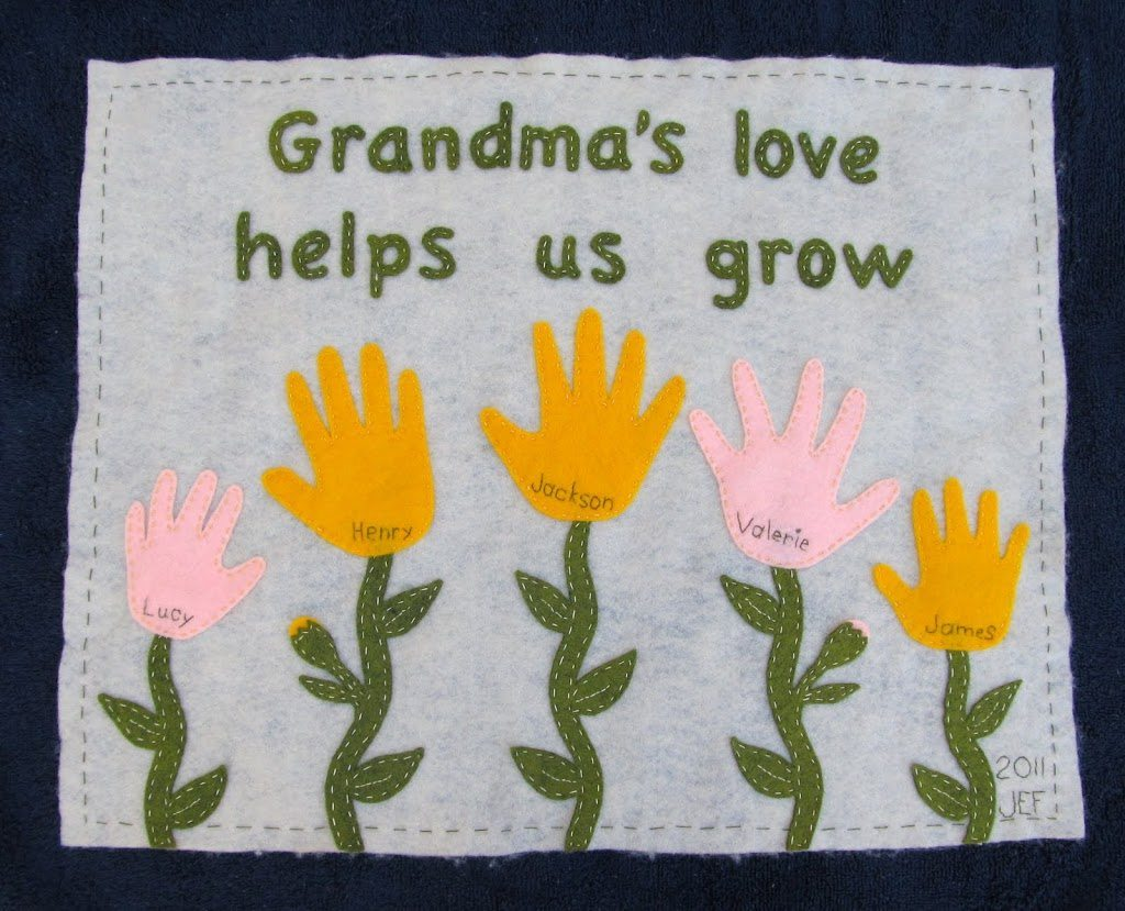 Here are the best gift ideas to make for your grandparents! These home made gifts are perfect for grandma and grandpa and include pictured tutorials for a family tree, photo coasters, photo ornament, tea towel art, magnets, photo album and handprint art.