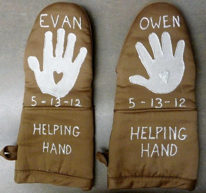 12 handprint ideas to make grandma for grandparent 39 s day for Mother s day gift ideas for grandma