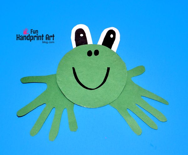 Make this Recycled CD Frog Handprint Craft in less than 10 minutes!