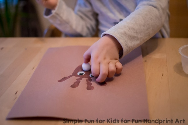 Christmas Crafts for Kids: Make a cute and simple Handprint Reindeer with your toddler or preschooler!