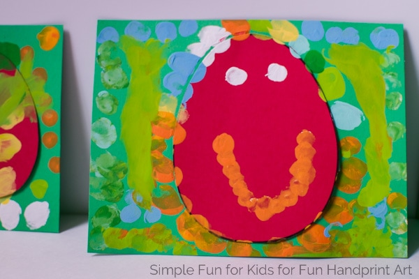 Fingerprint crafts are so much fun! Try this quick and simple resist technique and make Fingerprint Easter Egg Cards with your preschooler or kindergartner!