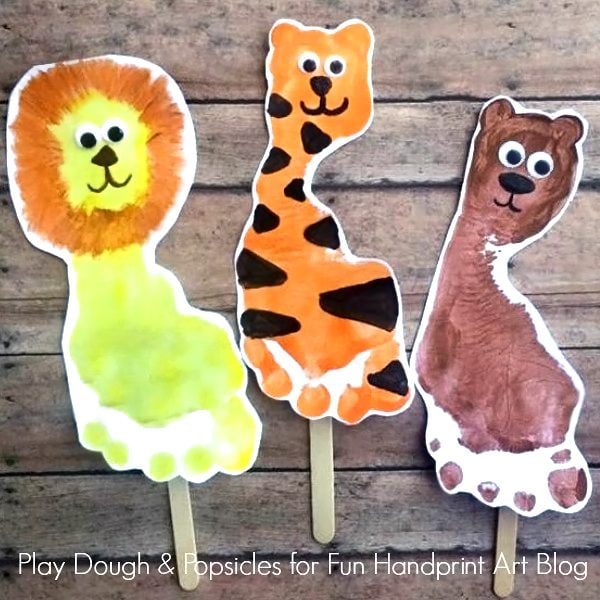 Footprint Animal Puppets to go along with The WIzard of Oz