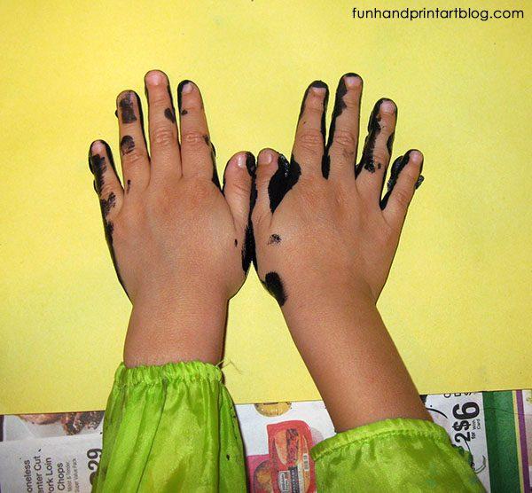 How to make a Handprint Bat - Preschool Halloween Craft