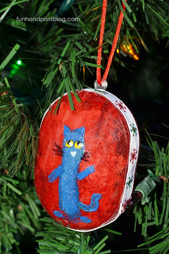 DIY Fingerprint Pete The Cat Ornament For Christmas
